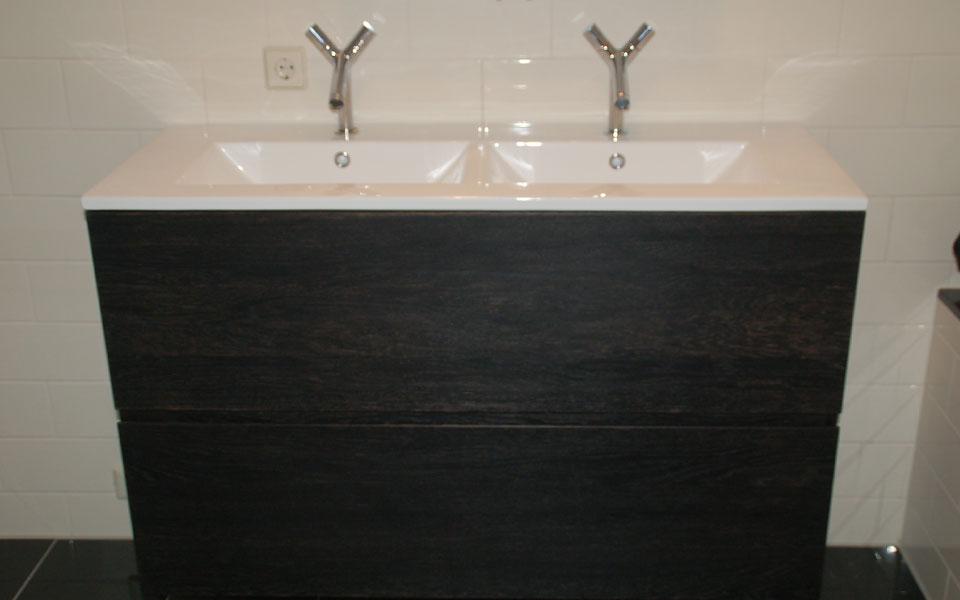 Keuken Zwart Mdf : Meubel gemaakt van mdf met 2mm eiken fineer. Afgewerkt met een